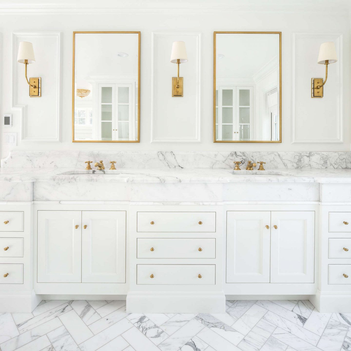 26+ White bathroom cabinets with gold handles inspiration