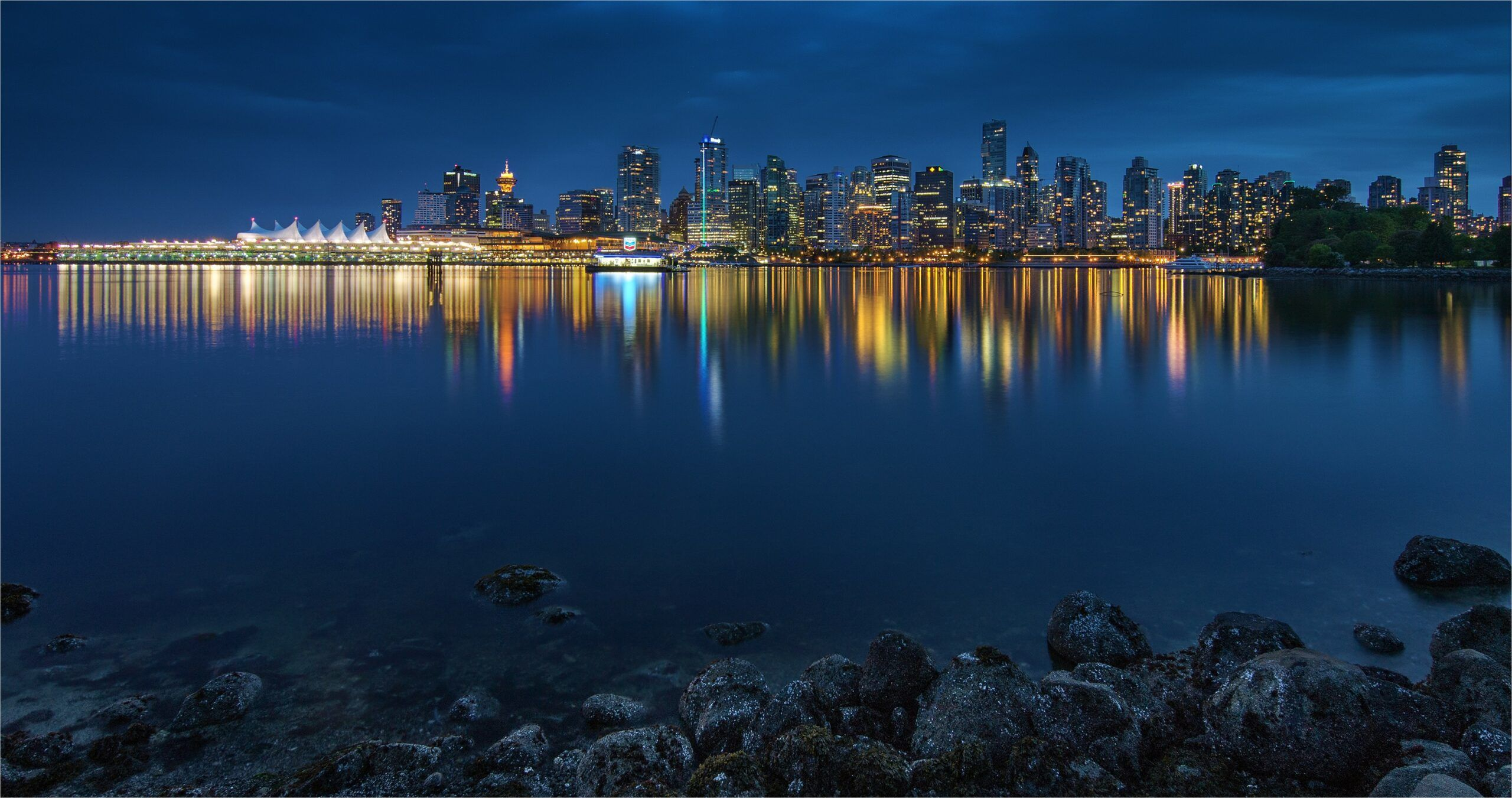 2160 X 1440 4k Wallpaper In 2020 City Lights At Night Floating City Wallpaper Free Download