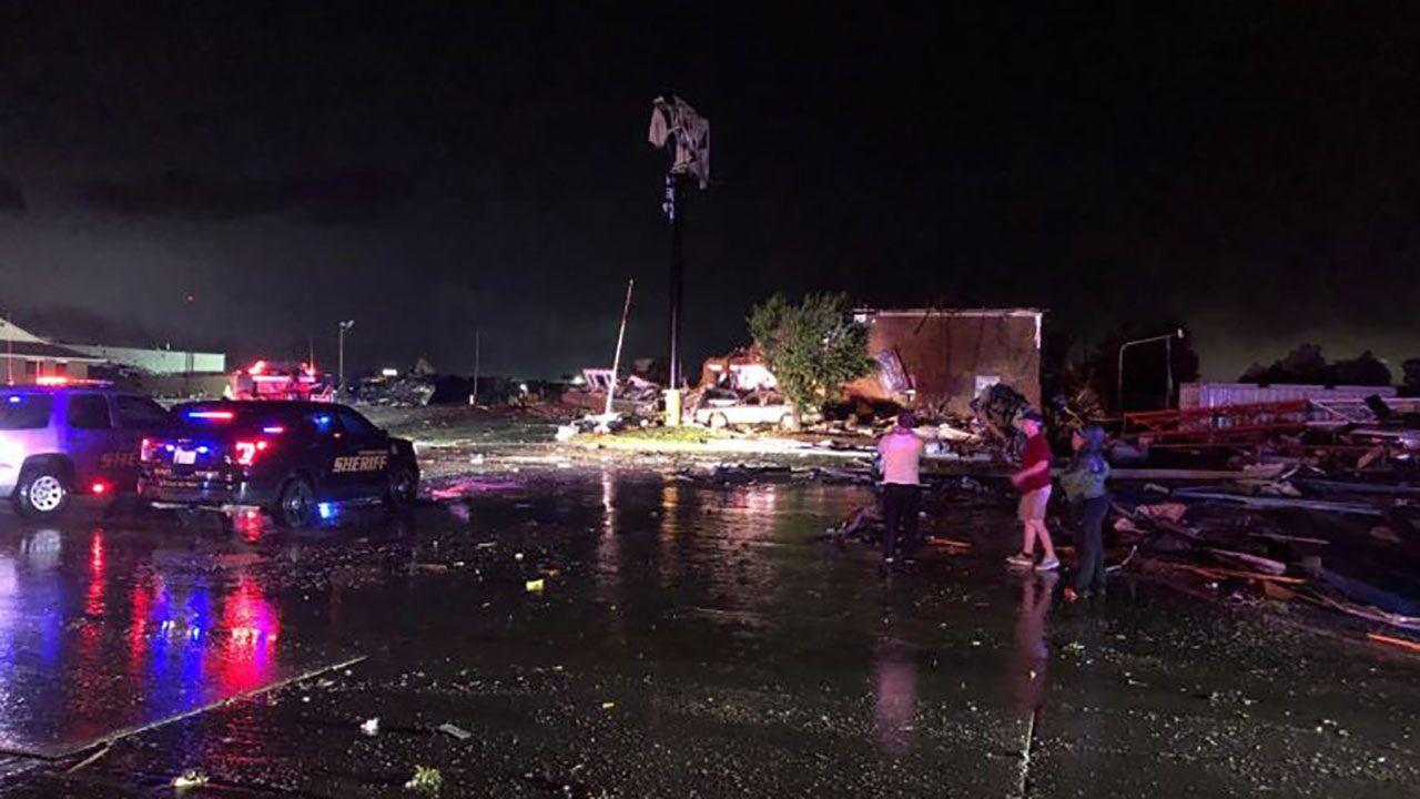 Tornado strikes El Reno, Oklahoma; at least 2 deaths