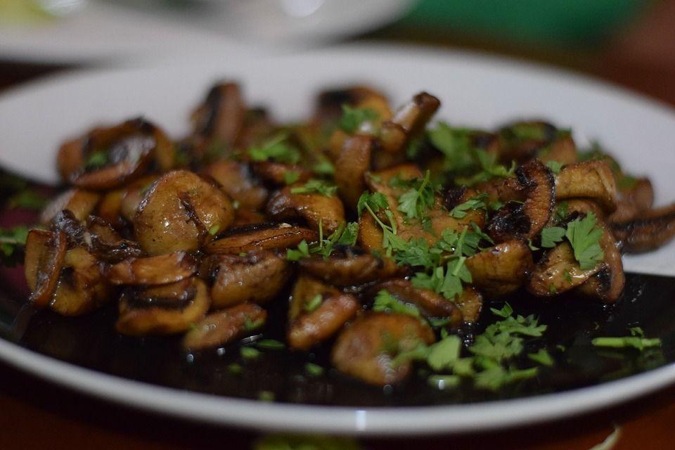 Champiñones al Ajillo | Spanish Garlic Mushrooms -