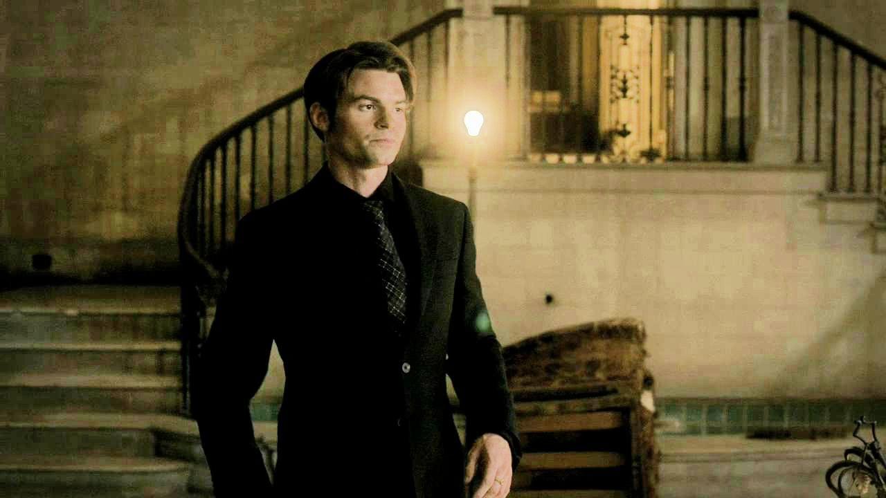 Elijah Mikaelson - Tvd cap 2x8