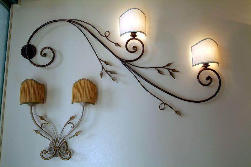 Applique in ferro battuto realizzate a mano interiors for Arredamento ferro battuto