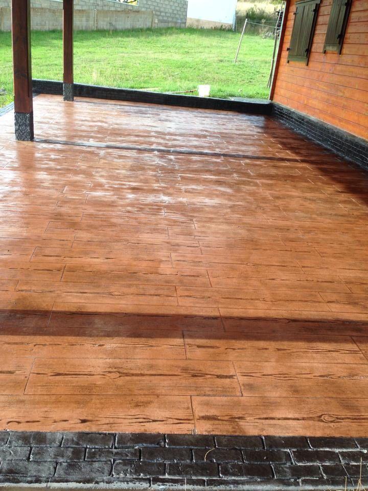 Pavimento de hormig n impreso en textura madera con ankare zaline corcho envejecido y cenefa de - Pavimento de corcho ...