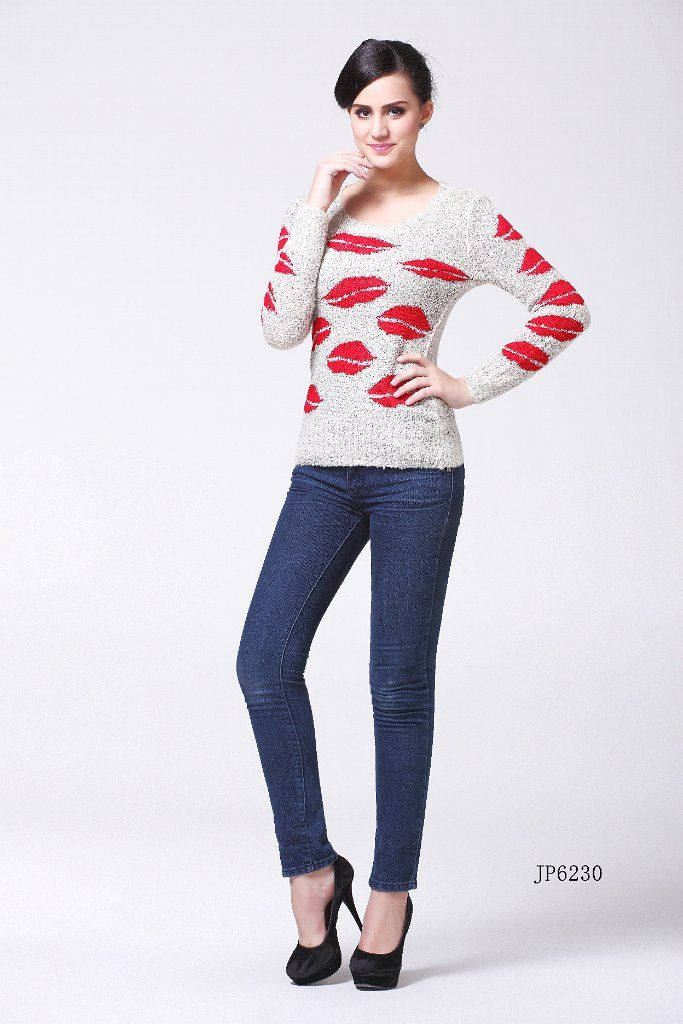 Eye Catching Grey Jumper With Red Lips On Skinny Jeans Fashion