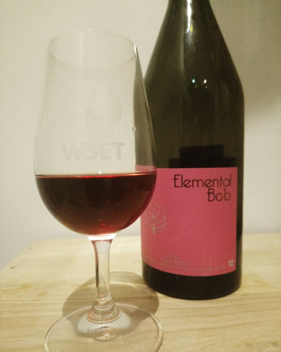 Red N Wine Dipwset On Instagram South African Pinot Noir It S Very Similar In Style To The Burgundian Pinot Noir Excellent Ba In 2020 Wine Pinot Noir Pinot
