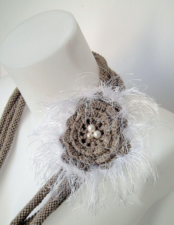Collier sautoir en laine marron et blanche : Collier par nastaya