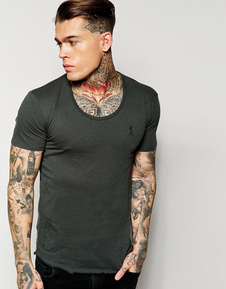 T-Shirt von Religion leichter Jersey U-Ausschnitt Logostickerei reguläre Passform - entspricht den Größenangaben Handwäsche 100% Baumwolle Unser Model trägt Größe M und ist 185,5 cm/6 Fuß, 1 Zoll groß