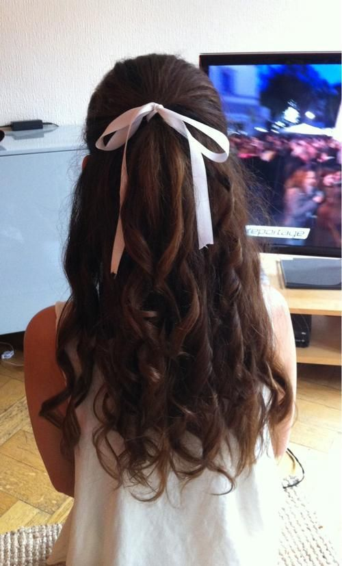12 Pretty Hairstyles With Ribbons Pretty Designs Ribbon Hairstyle Hair Styles Pretty Hairstyles