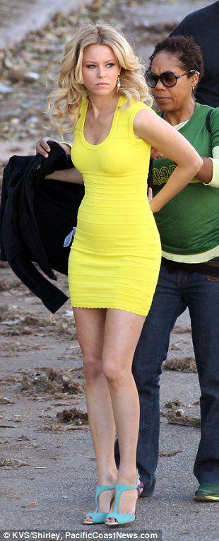 1d548e87c6a Double trouble! Elizabeth Banks parades her trim figure in a yellow ...