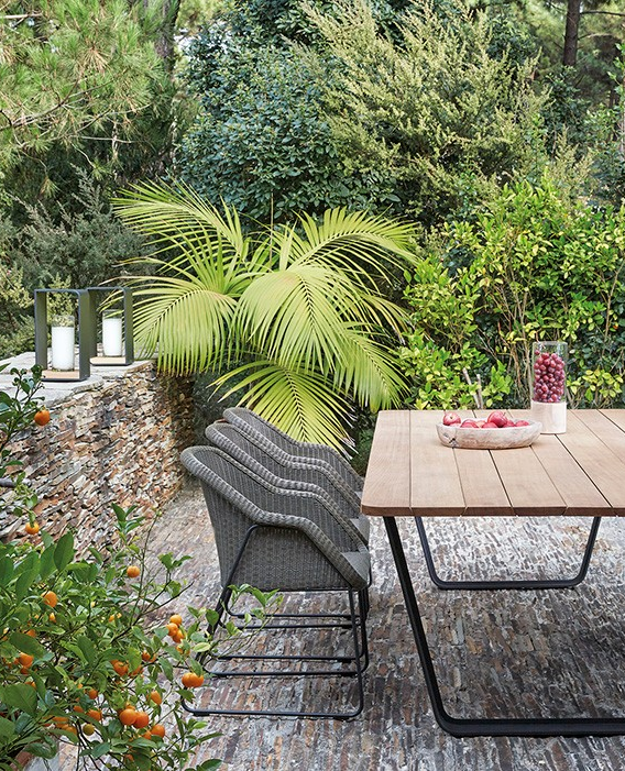 Manutti Outdoor Dining Table With Wicker Chairs Air