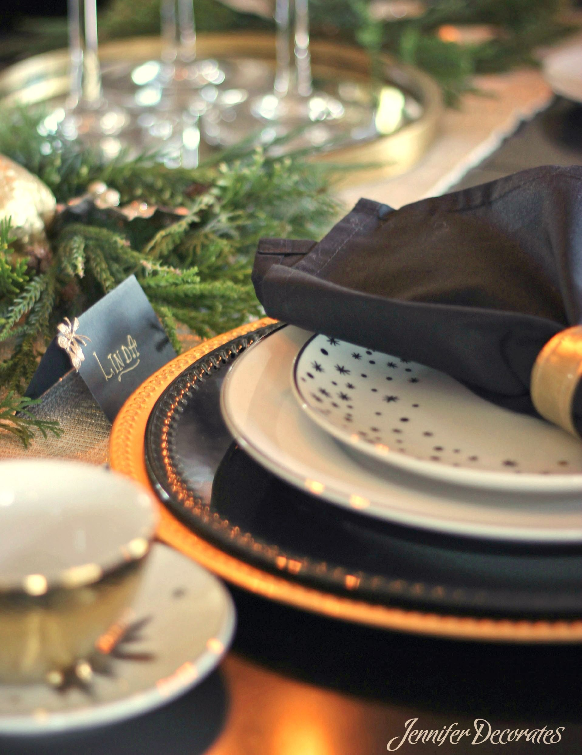 Christmas Table Setting Ideas That Are Simple and Elegant! Impress Family And Friends With These Easy Ideas Even On A Tight Christmas Budget!