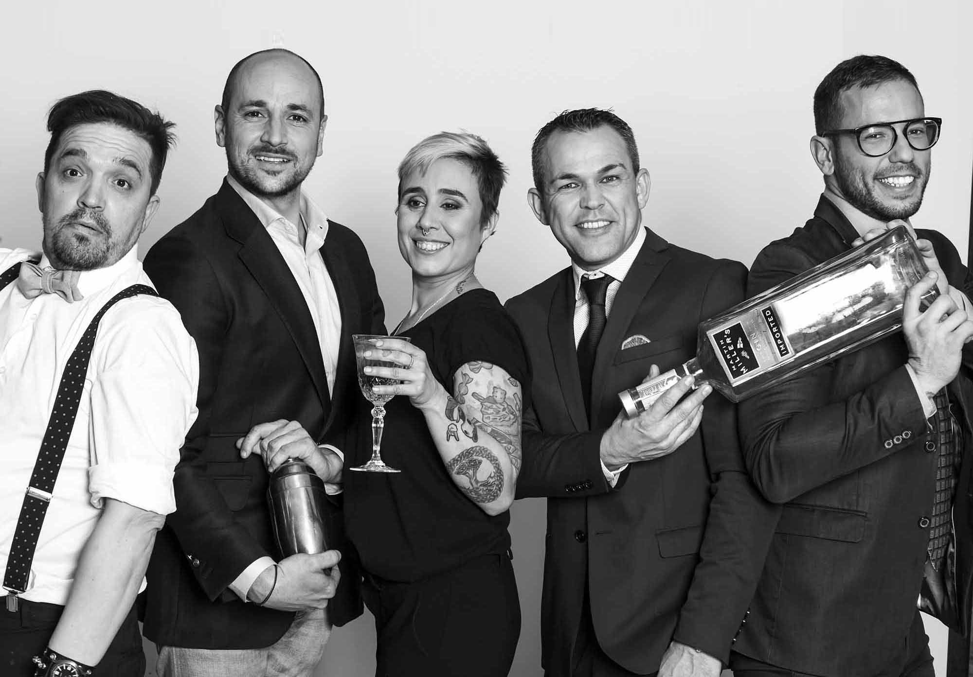 """Cinco de los mejores """"barman"""" de España se sirven de esta ginebra premium para transmitir sus valores y los de un sector en alza. Lo harán por todo el país en diversos encuentros con otros profesionales de gran nivel en torno a la esencia de Martin Miller's Gin."""