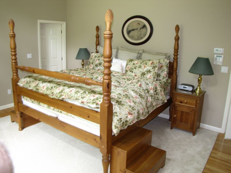 Contemporary bedroom furniture including king size four - Four post king size bedroom sets ...