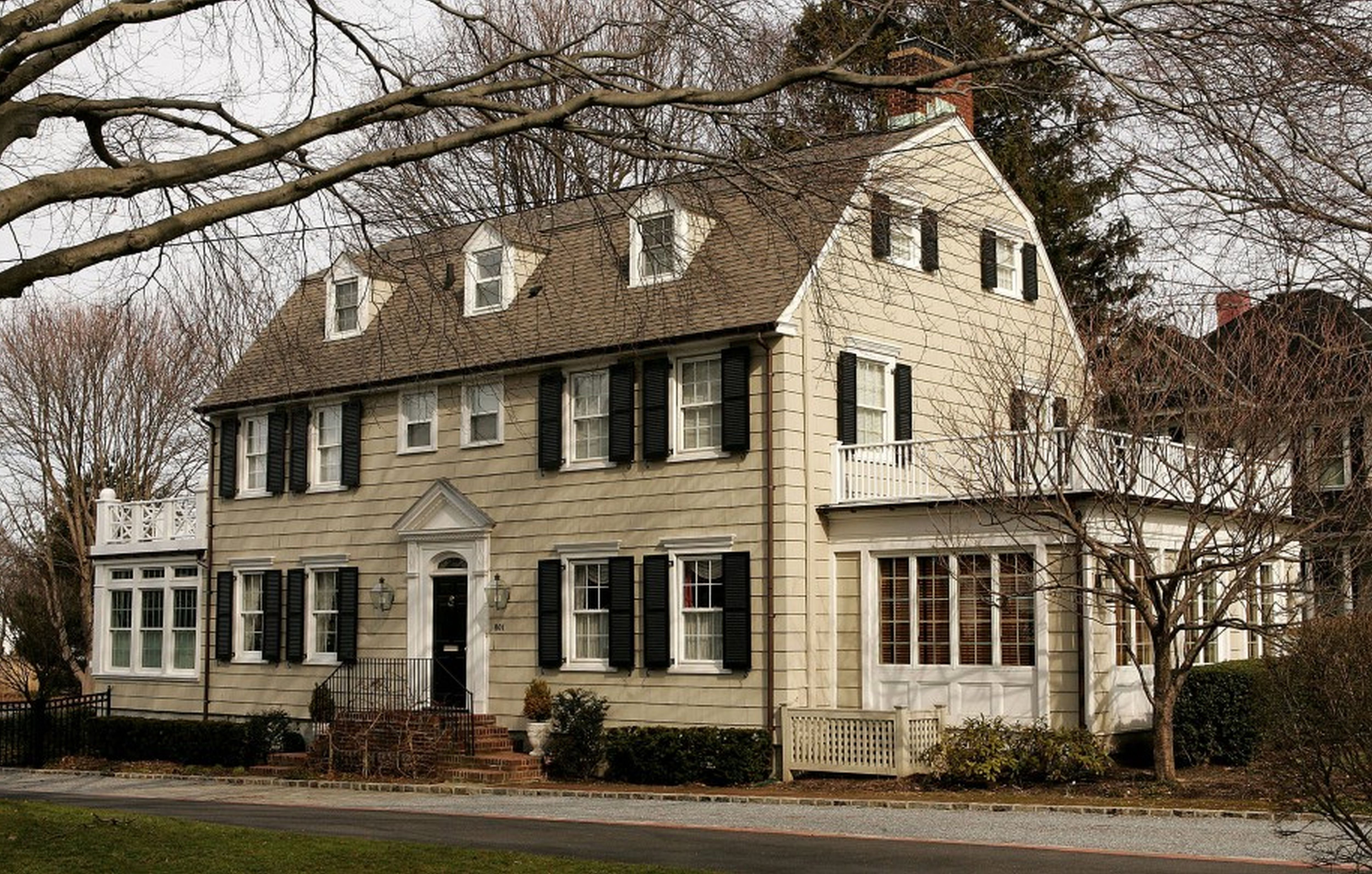 Dutch Colonial Homes Awesome Dutch Colonial House Plans White Cream Interior Autums Horror House The Amityville Horror House Dutch Colonial Homes