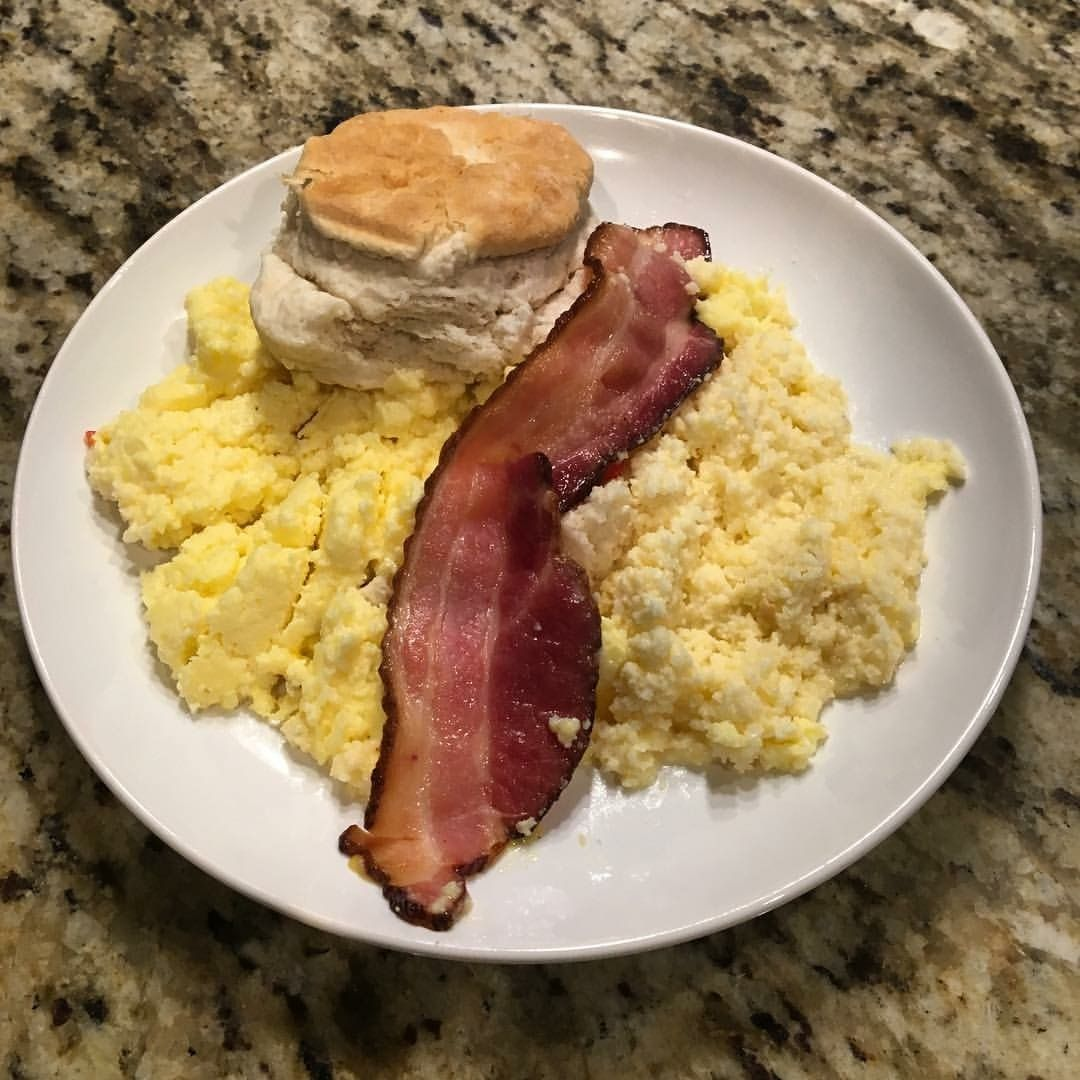 how to cook bacon with scrambled eggs