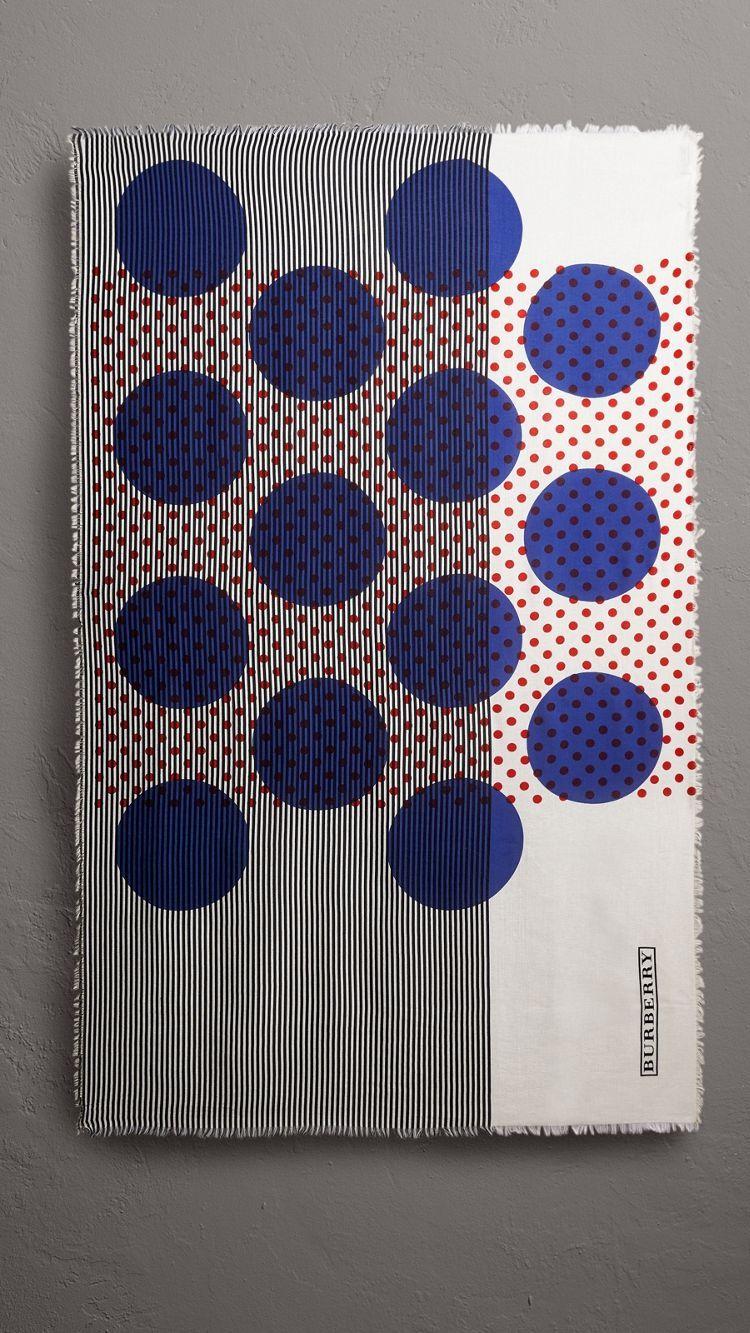 4a16a1057056 Écharpe en coton et soie à imprimé graphique à pois et rayures (Marine Vif)