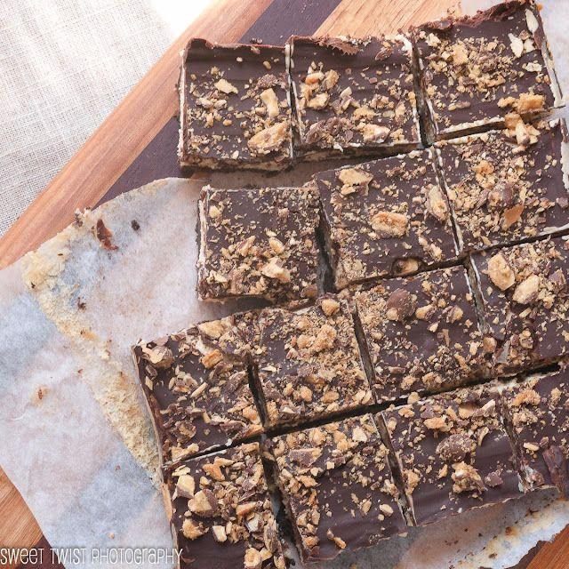 Sweet Twist of Blogging: Crispy Crunch Cheesecake Bars