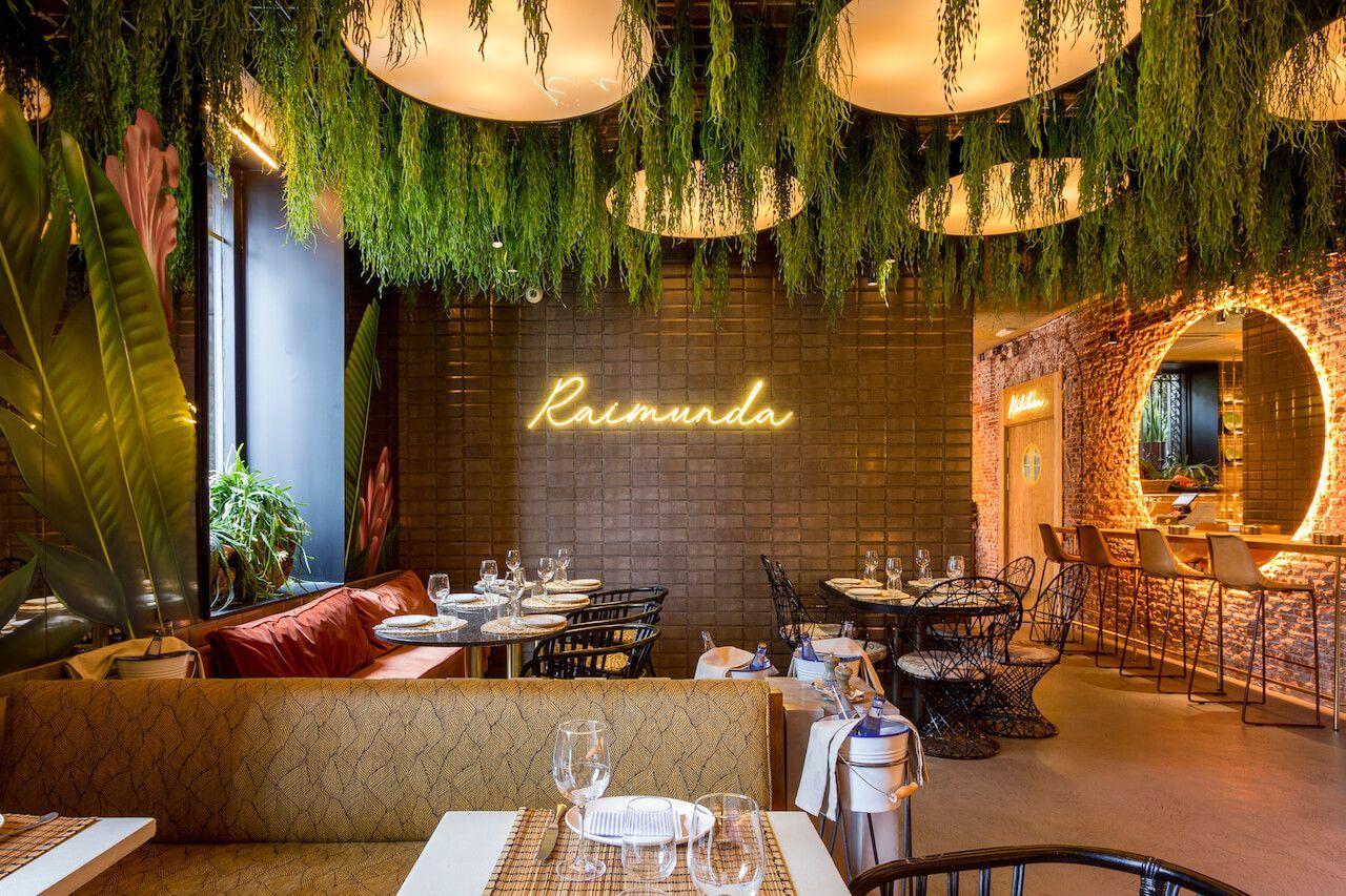 Si Estas Buscando Un Restaurante En El Centro De Madrid Rodeado De Vegetacion Y Lejos Del Mundanal Ruid In 2020 Restaurant Layout Bar Design Restaurant Art Deco Hotel
