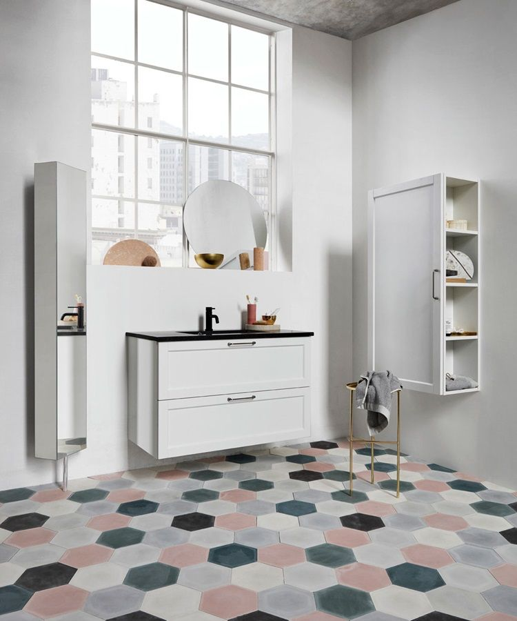 Elegante badkamerkast met wasbak en volop opbergruimte. Het tijdloze ...