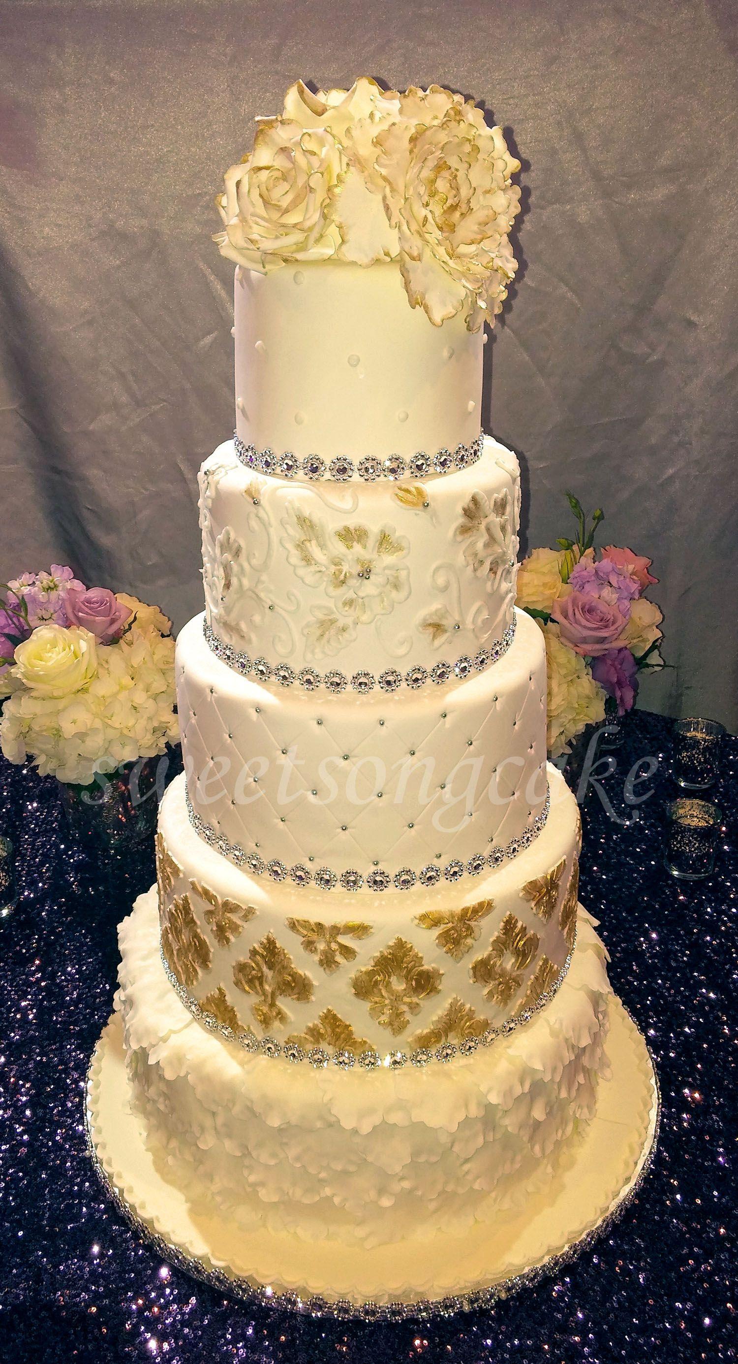 5 tiers wedding cake White, Silver and Gold decor | Ottawa Wedding ...