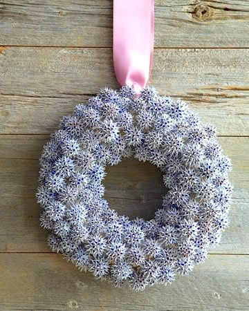 Snowflake wreath sweet gum balls martha stewart for Martha stewart xmas crafts