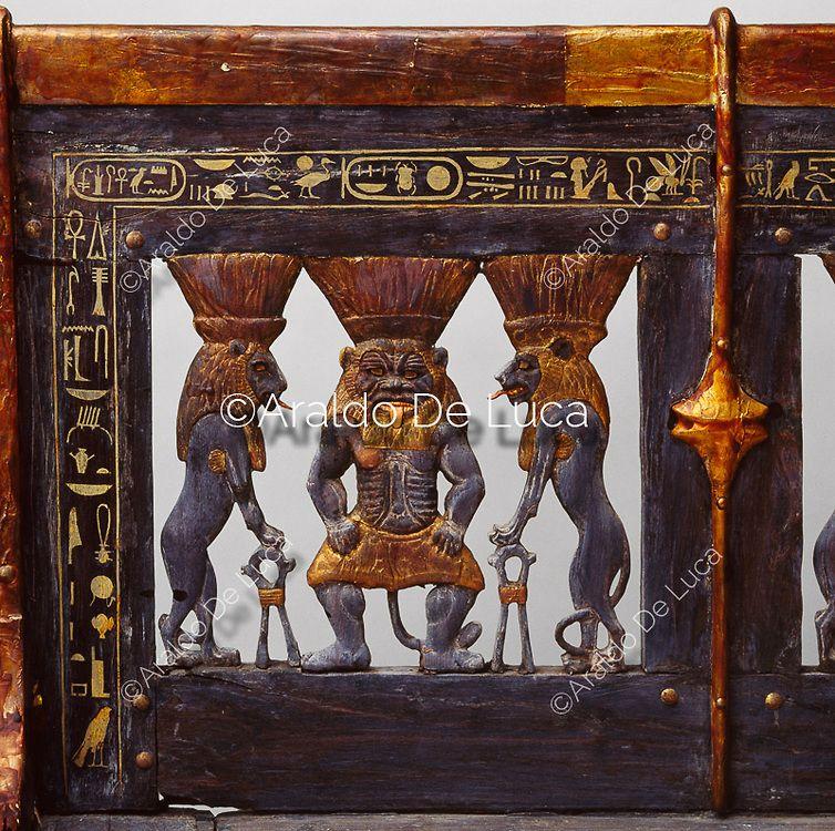 """""""© Araldo De Luca. Questo letto ha le gambe hanno forma di zampa di leone. Al centro si riconosce il dio Bes, vicino a lui vi sono due leoni inferociti, con le zampe appoggiate sui segni sa. - Info: http://www.araldodeluca.com/root/archivio/scheda.asp?img=21816"""" ^**^"""