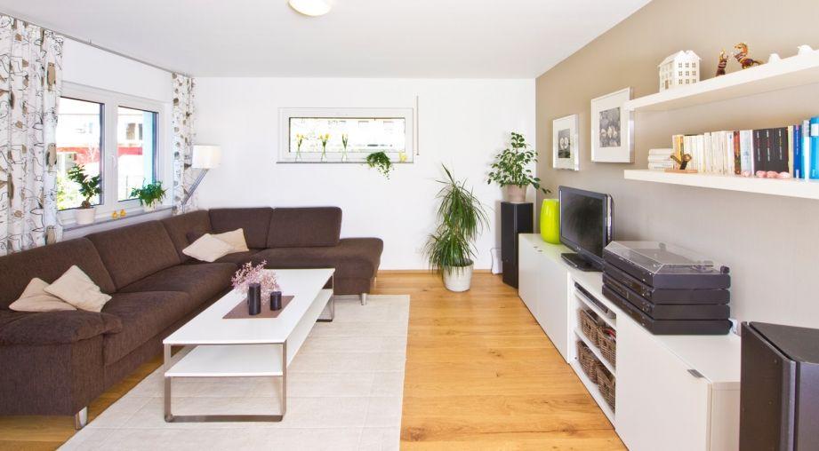 Modernes Wohnzimmer mit Parkettboden | Wohnzimmer | Pinterest ...