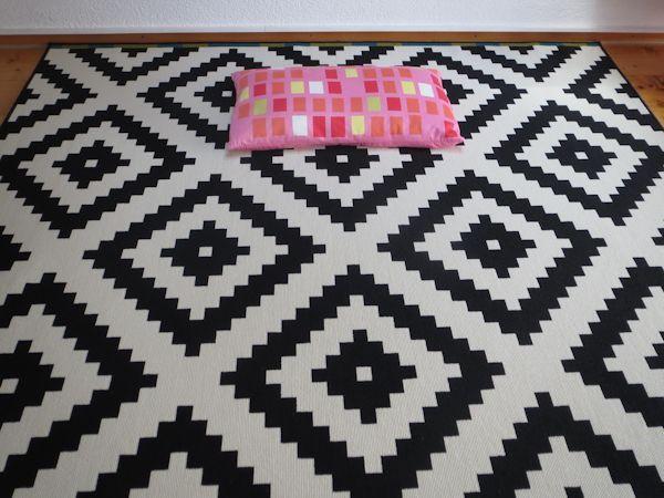 Badezimmerteppich Weiß ~ Mer enn 25 bra ideer om ikea teppich schwarz weiß på pinterest