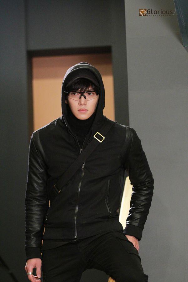 "[Drama] New stills of Ji Chang Wook in ""Healer"" | Ji Chang Wook's Kitchen"