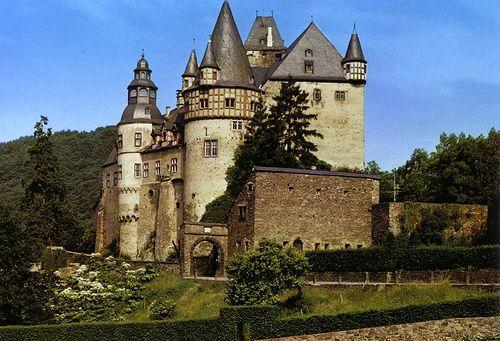 GERMANY: Schloss Burresheim bei Mayen in der Eifel.  Postcrossing reply sent by Ravenloft, February 2007.