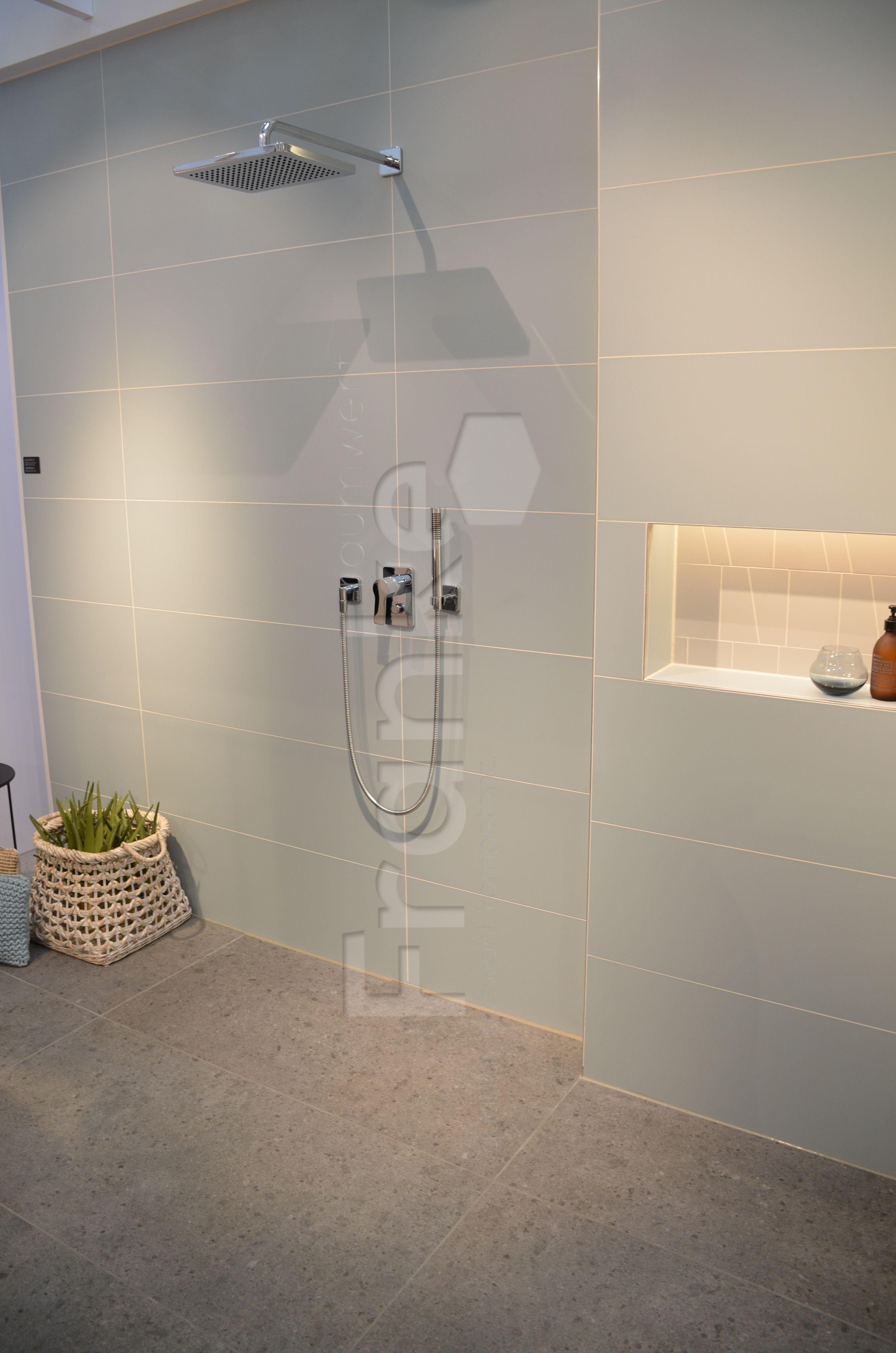 Pragend Fur Die Fliesenfarben Ist Der Powder Touch Fliesen Wandfliesen Tiles Walltiles Badezimmer Bad Badezimmerideen Badezimmer Fliesen Armaturen Bad