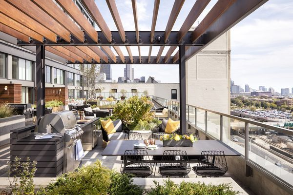 A Look Inside Landmark The West Loop S Newest Apartment Tower Modern Outdoor Spaces Residential High Rise Apartments