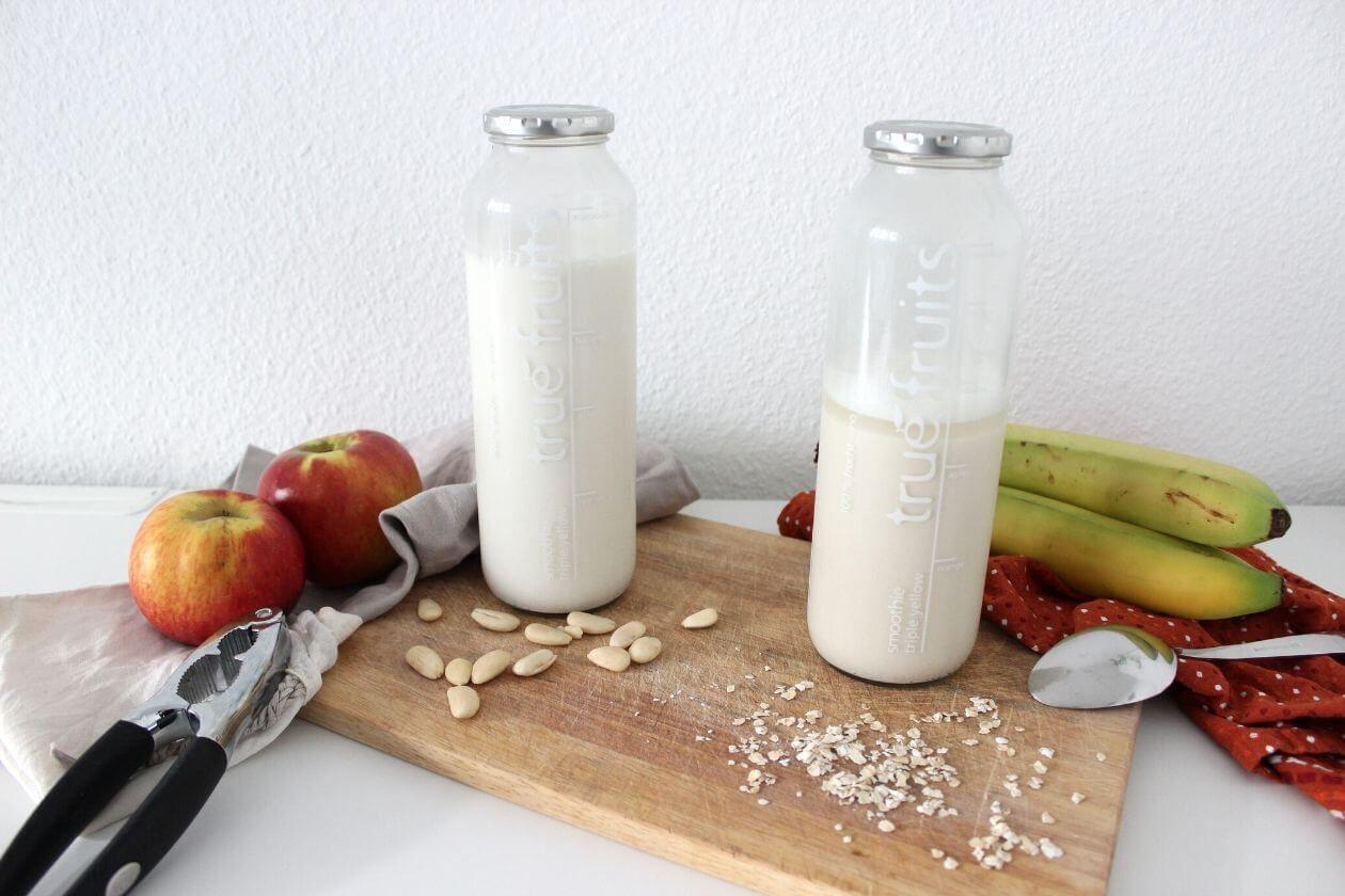 Milchalternativen gibt es viele, teuer sind sie meist auch. Dabei lässt sich pflanzliche Milch einfach und günstig selber machen.