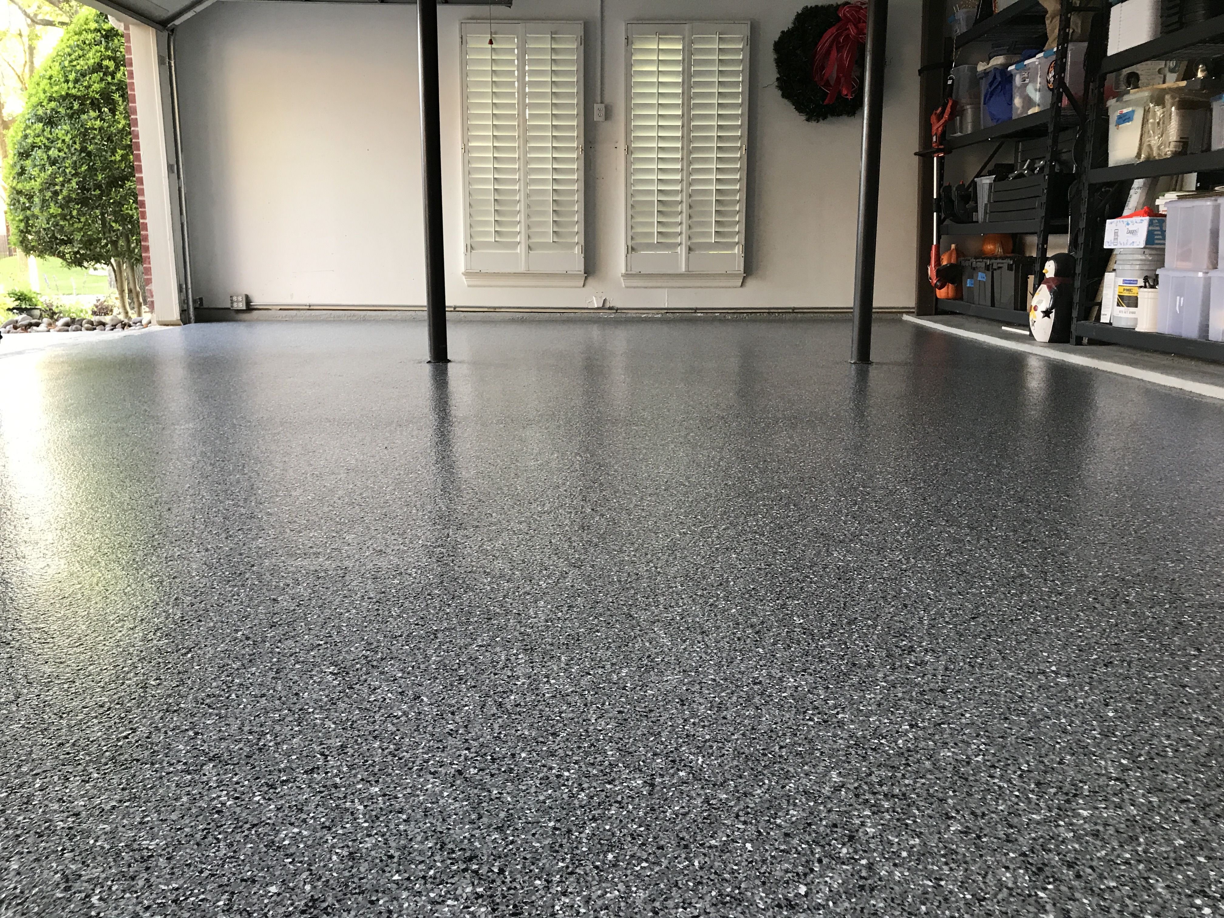 Classic Marble W White Done In Irving Texas Polyaspartic Floorpaint Garagefloor Flooring Contractor Garage Floor Garage Floor Coatings