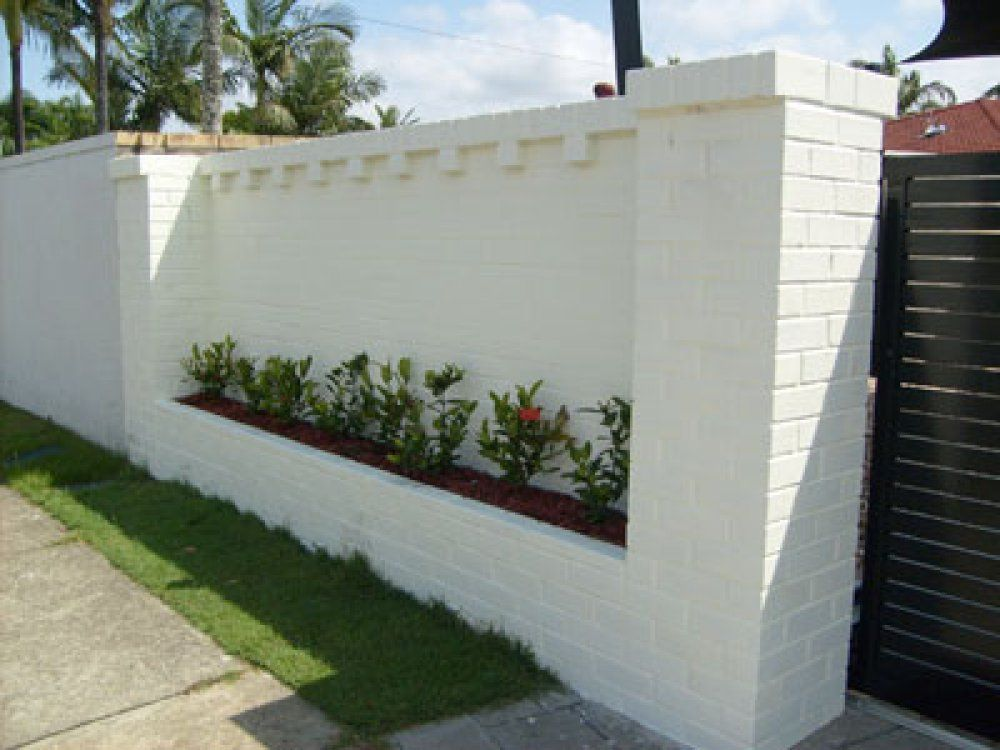 Here 39 S A White Brick Fence With Built In Landscaping