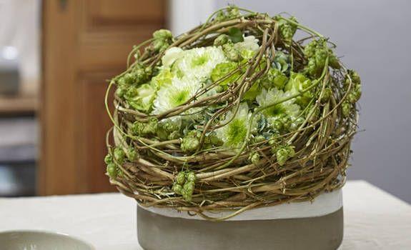 herbstlicher hopfenschmuck f r die wohnung floristik pinterest herbstdeko herbst und gestecke. Black Bedroom Furniture Sets. Home Design Ideas