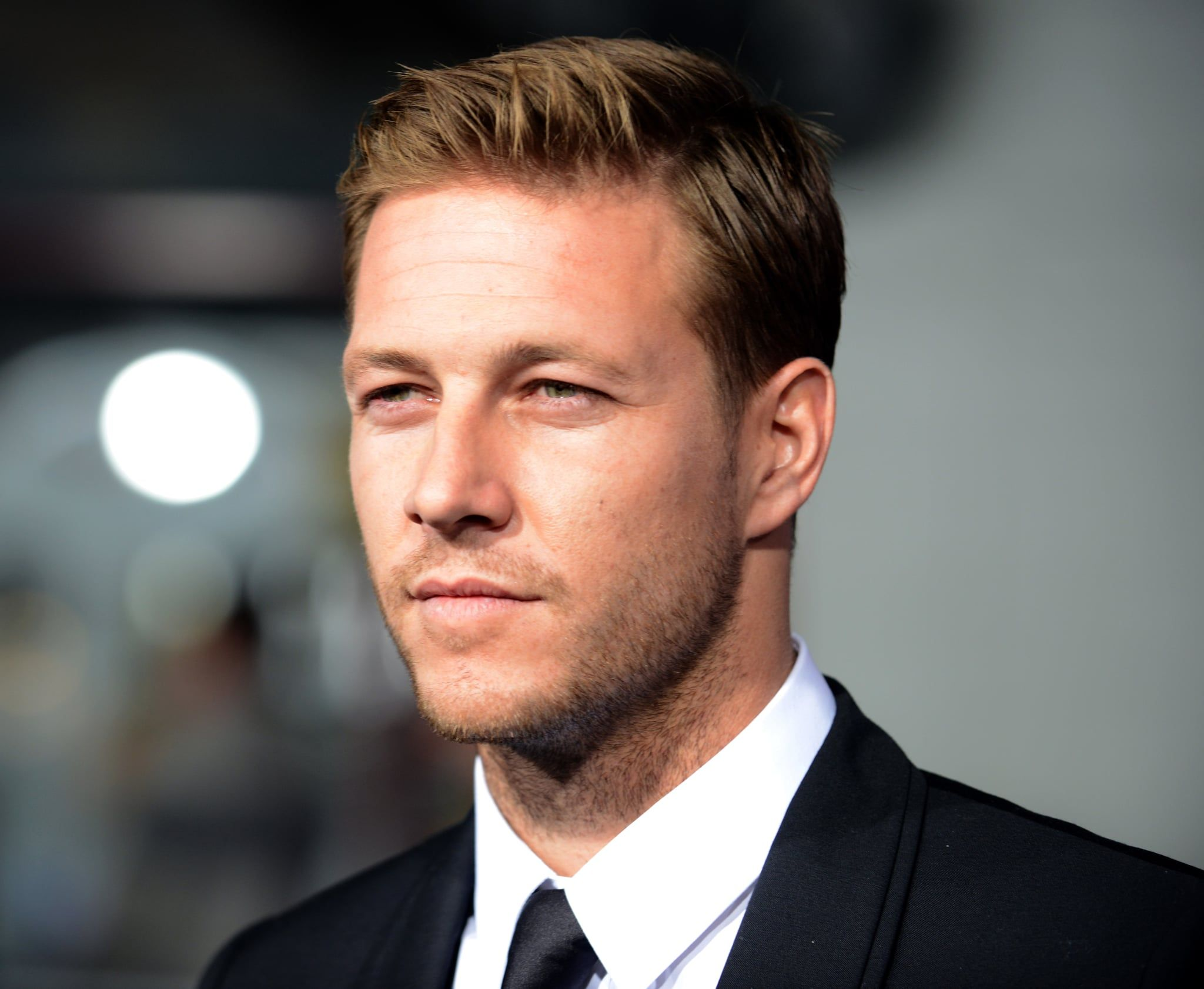 Brace Yourself These 40 Pics Of Little Fires Everywhere S Luke Bracey Are Dangerously Hot In 2020 Luke Bracey Bracey Actors
