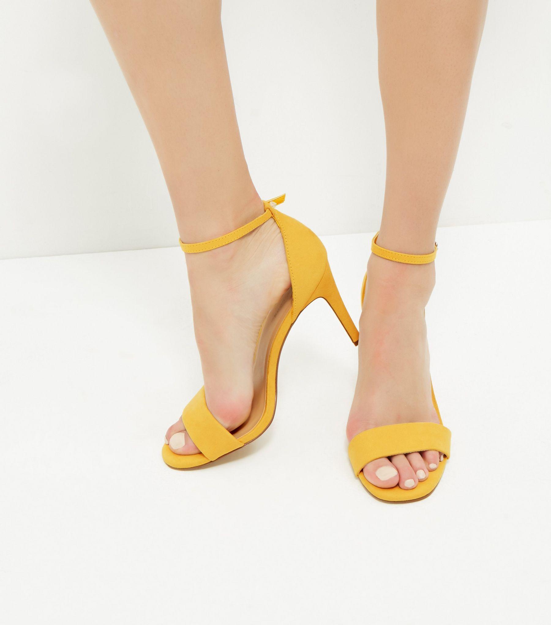 95ae832f54e9ba Sandales à talon en suédine jaune avec bride cheville | New Look ...