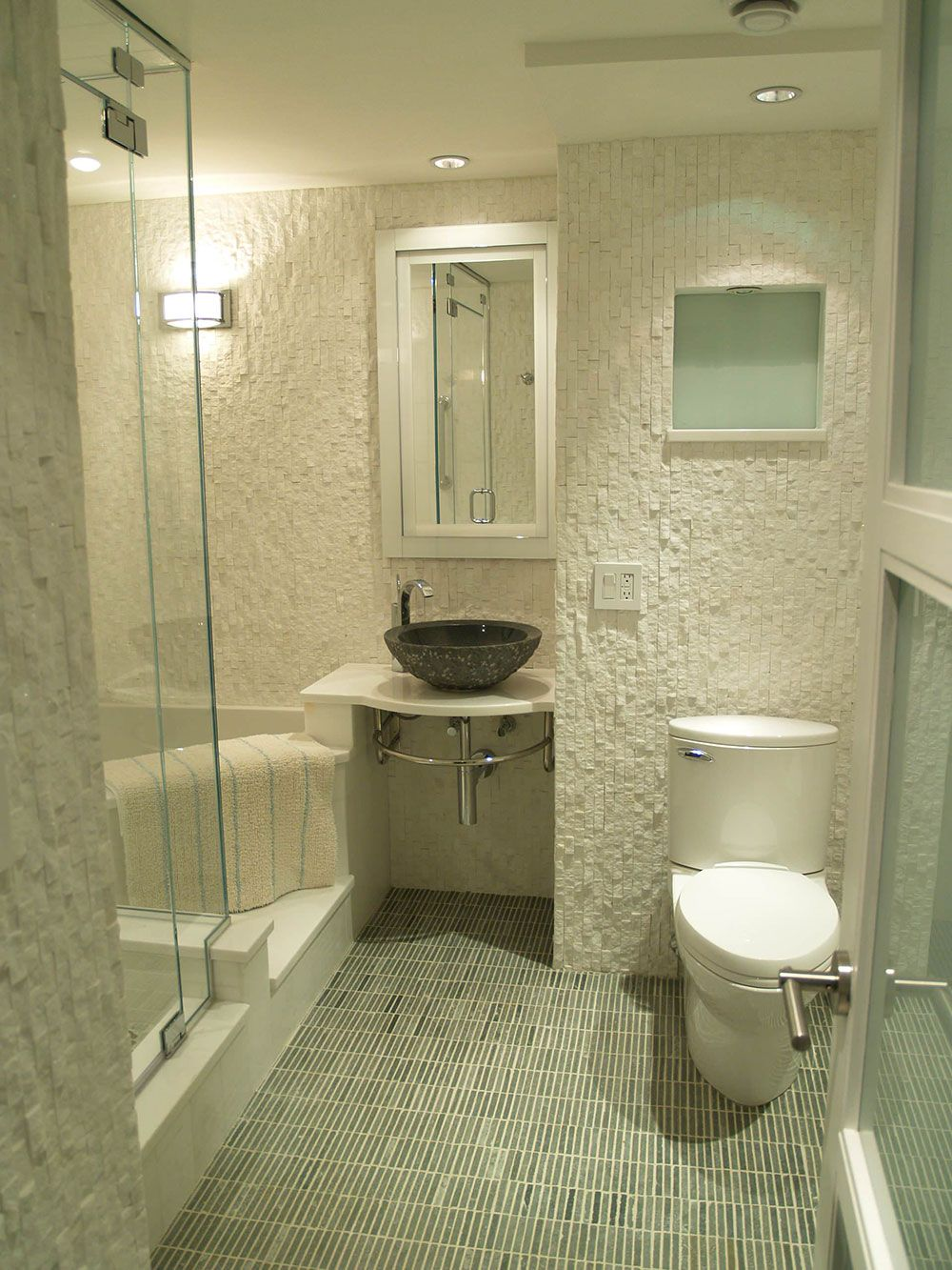 How To Make A Small Bathroom Look Bigger Tips And Ideas Small Bathroom Small Full Bathroom Bathroom Design