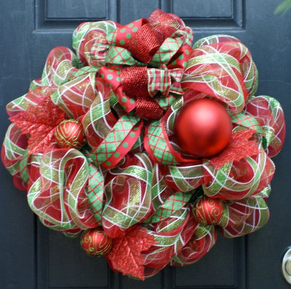 Love the ribbon used in this wreath! Holiday Fun