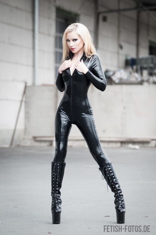 Pin em Black latex catsuit