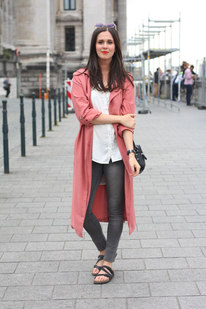 029f2dbcb564 Outfit  Pink trench and Birkenstocks in Brussels