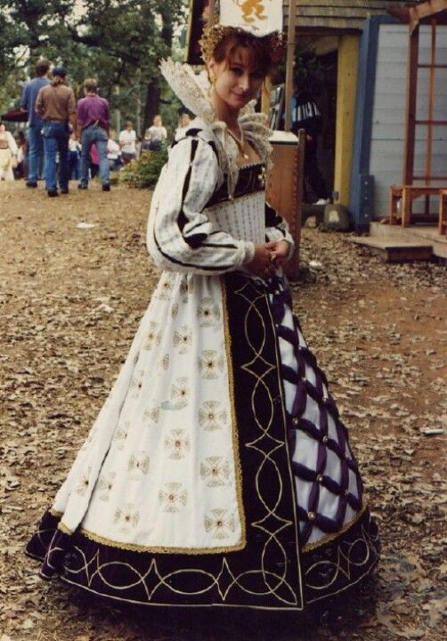 Gown by Oldeworldwear.com   The lattice work on the skirt.... beautiful!