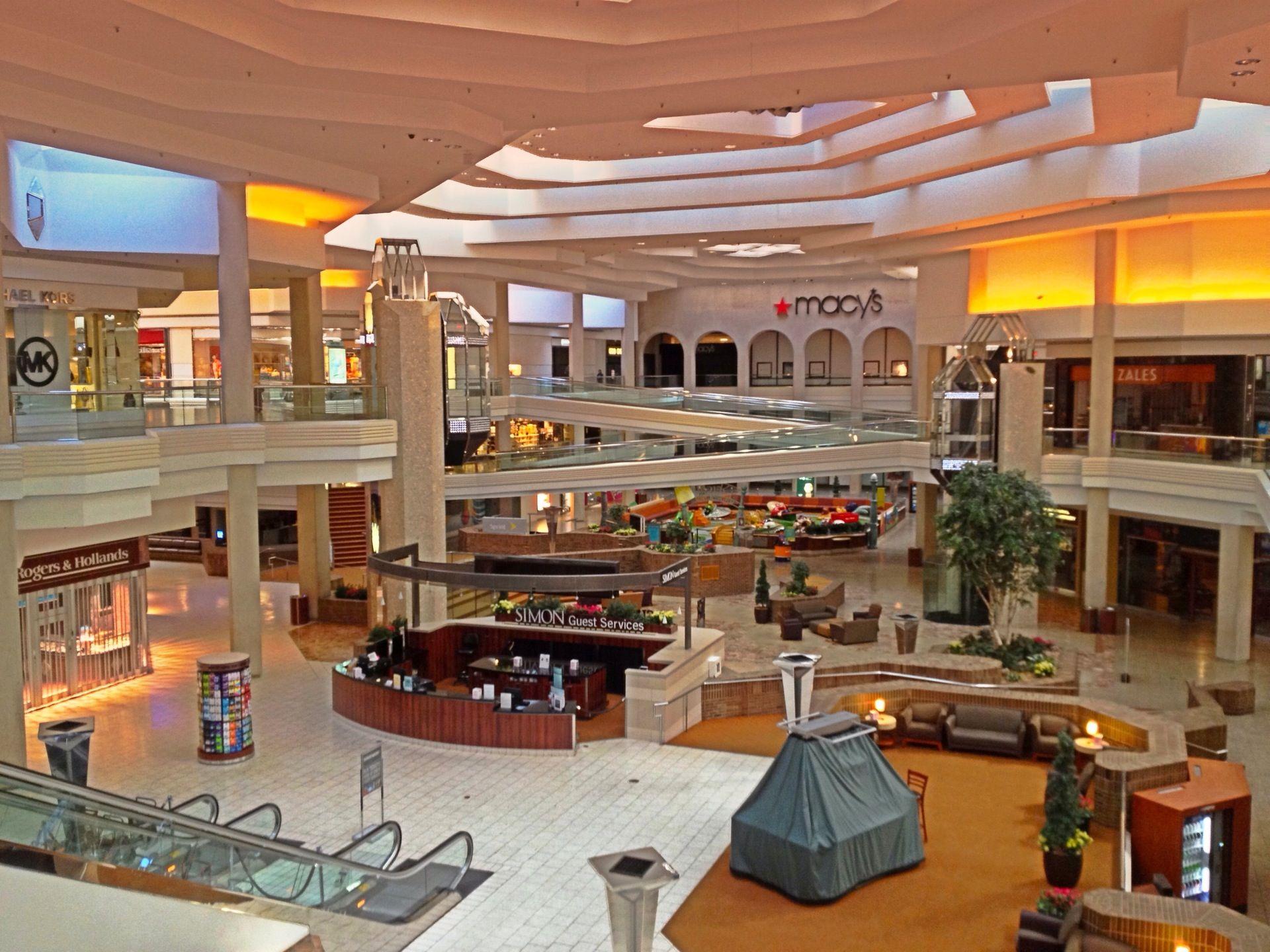 Chicago Woodfield Mall in Schaumburg