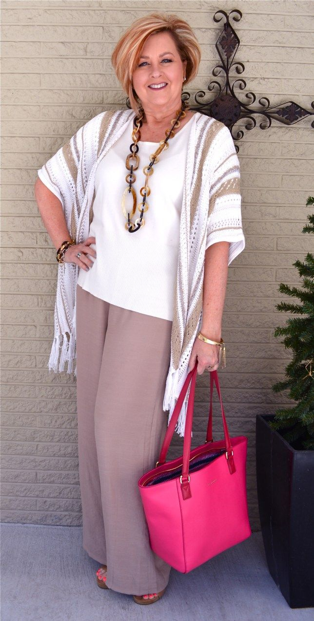 Trends For Spring Summer Clothes For Real Women Over 40: Linen Pants Are Perfect For Spring