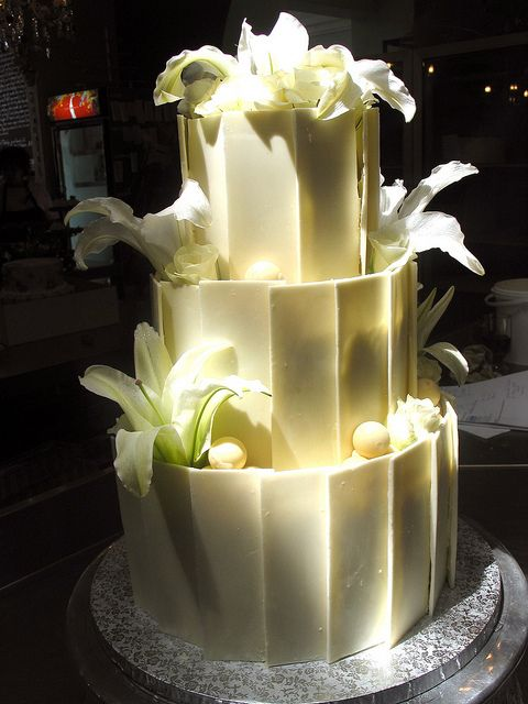 white and chocolate wedding cake 3 tier chocolate wedding cake decorated with white 27203