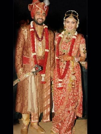 Pin By Zarilane On Indian Wedding Dresses 2013 Zarilane Indian Bridal Fashion Indian Bridal Dress Online Wedding Dress