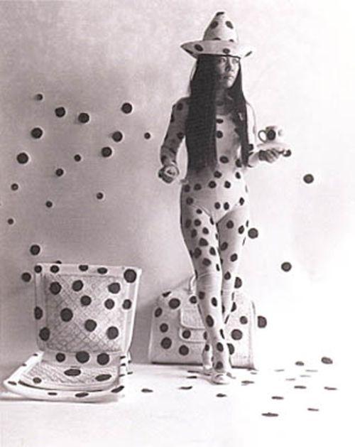 Yayoi Kusama   self-obliteration by dots /detail/ 1968