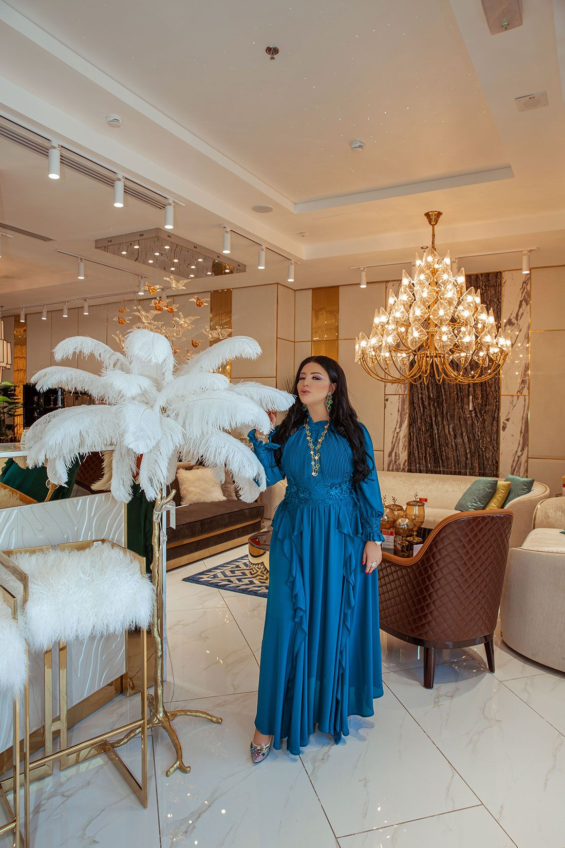 She Creates That Unique Atmosphere Of Glamour And Comfort For Which Customers Are Willing To Pay Any In 2020 Bright Designs Furniture Design Apartment Interior Design