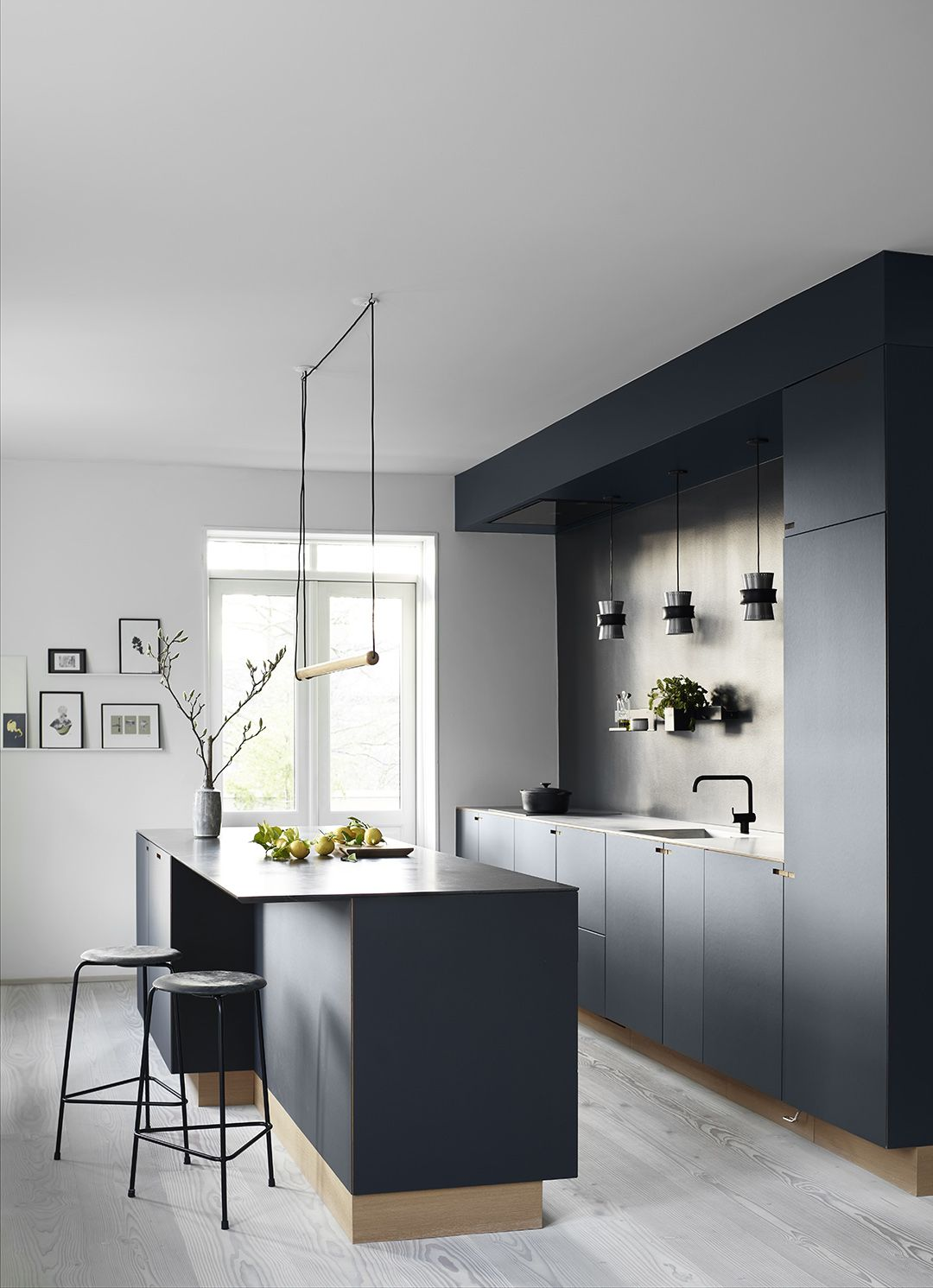 Kitchen of the Week An Architects Sleek All Charcoal